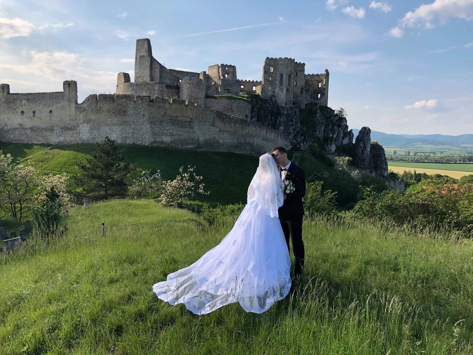 Svadobné šaty s vlečkou - Obrázok č. 2