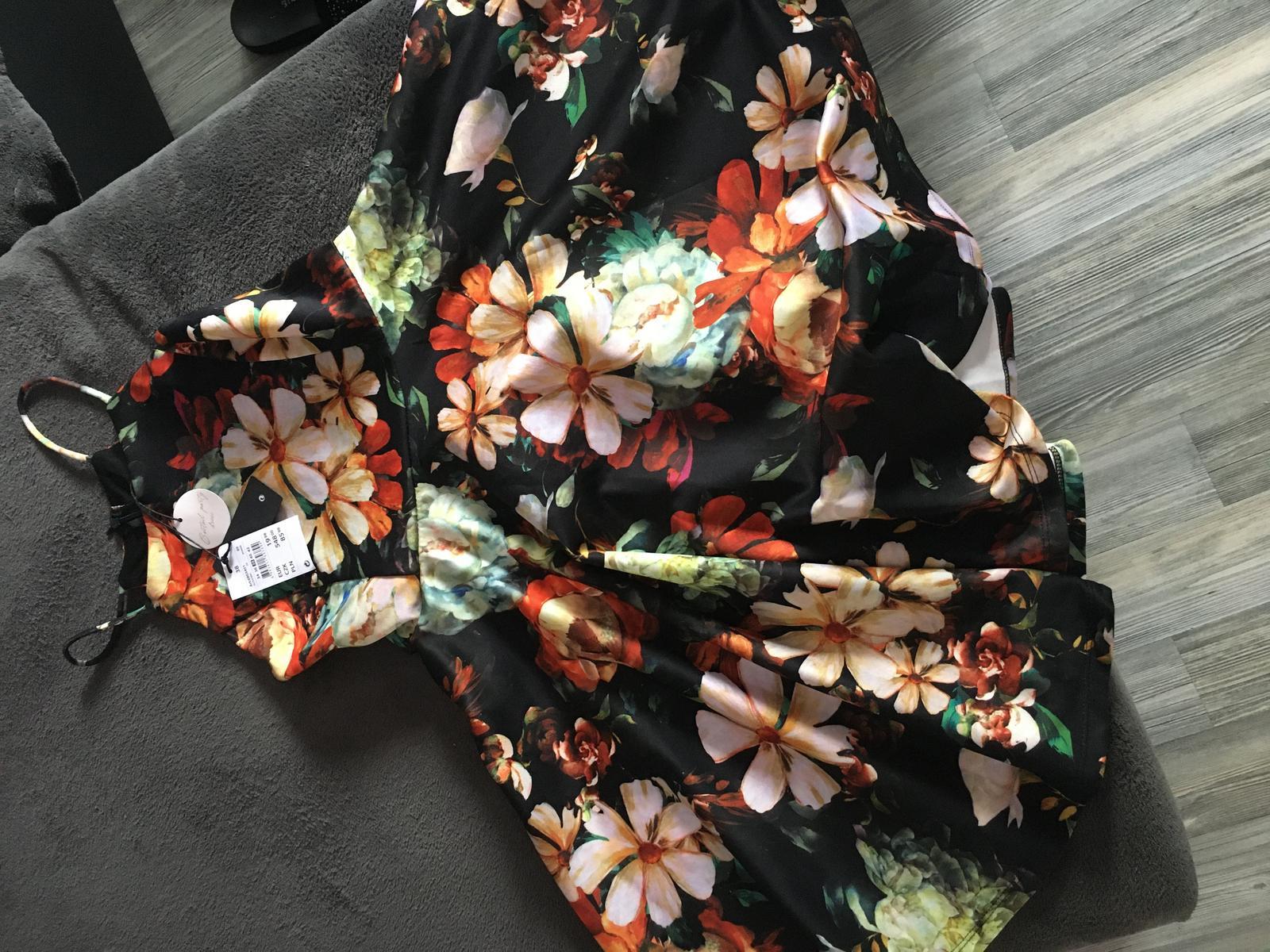 Kvetované šaty s visačkou  - Obrázok č. 1