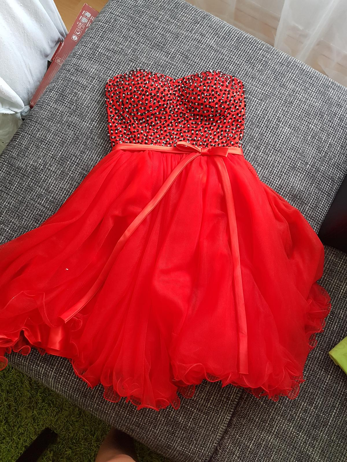 Červené šaty - Obrázok č. 1