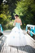 svatební šaty s tyrkysovým korzetem, 36