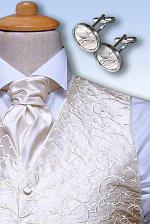 takuto kravatu a vestičku sme dali ušiť, v bielom