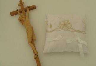 Krížik a vankúšik na obrúčky