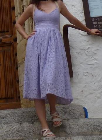 Fialové čipkované šaty - Obrázok č. 1