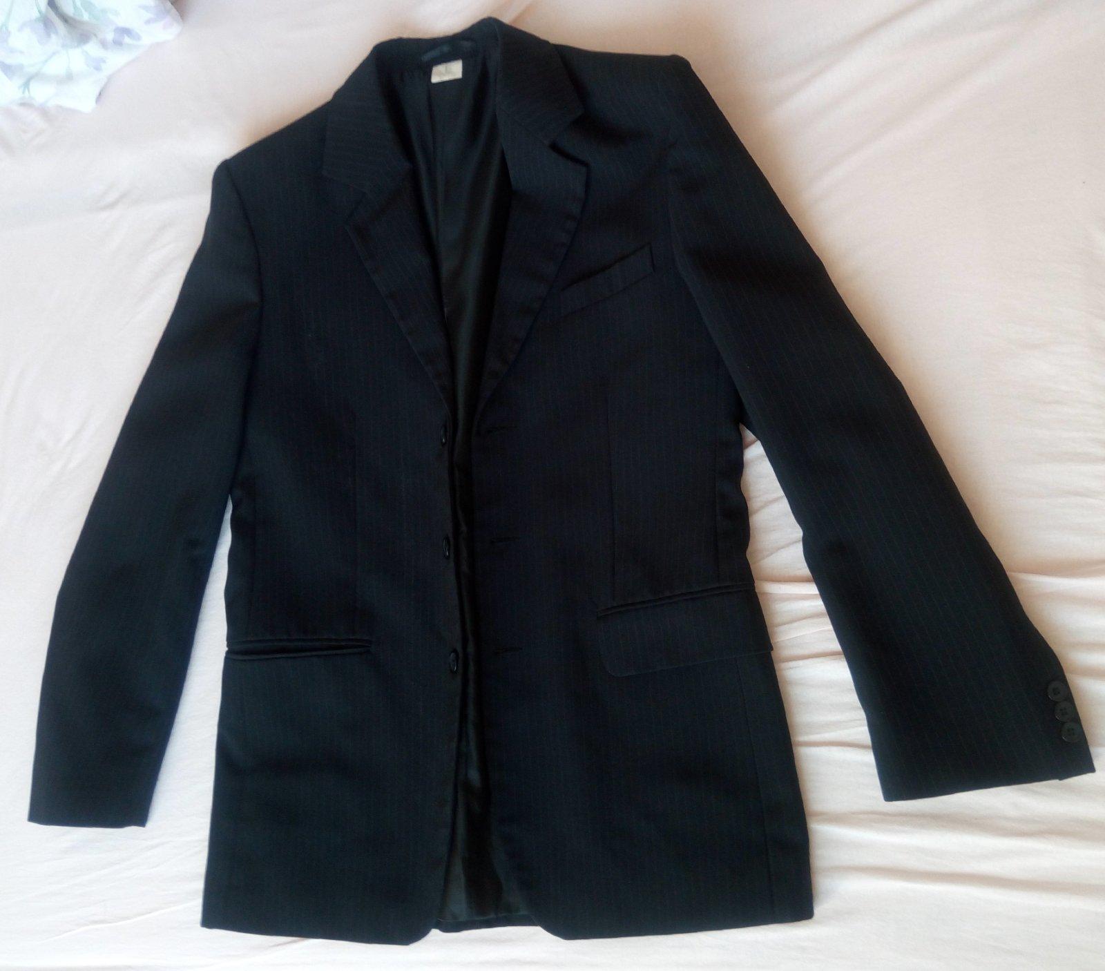 Čierny pásikavý pánsky oblek - Obrázok č. 1