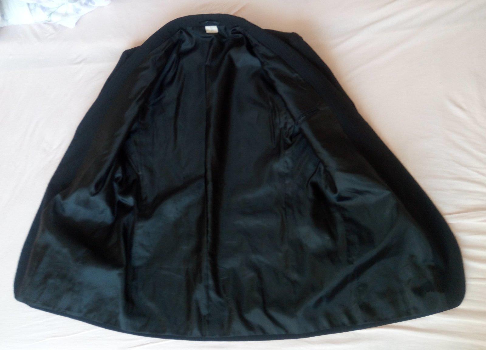 Čierny pásikavý pánsky oblek - Obrázok č. 3