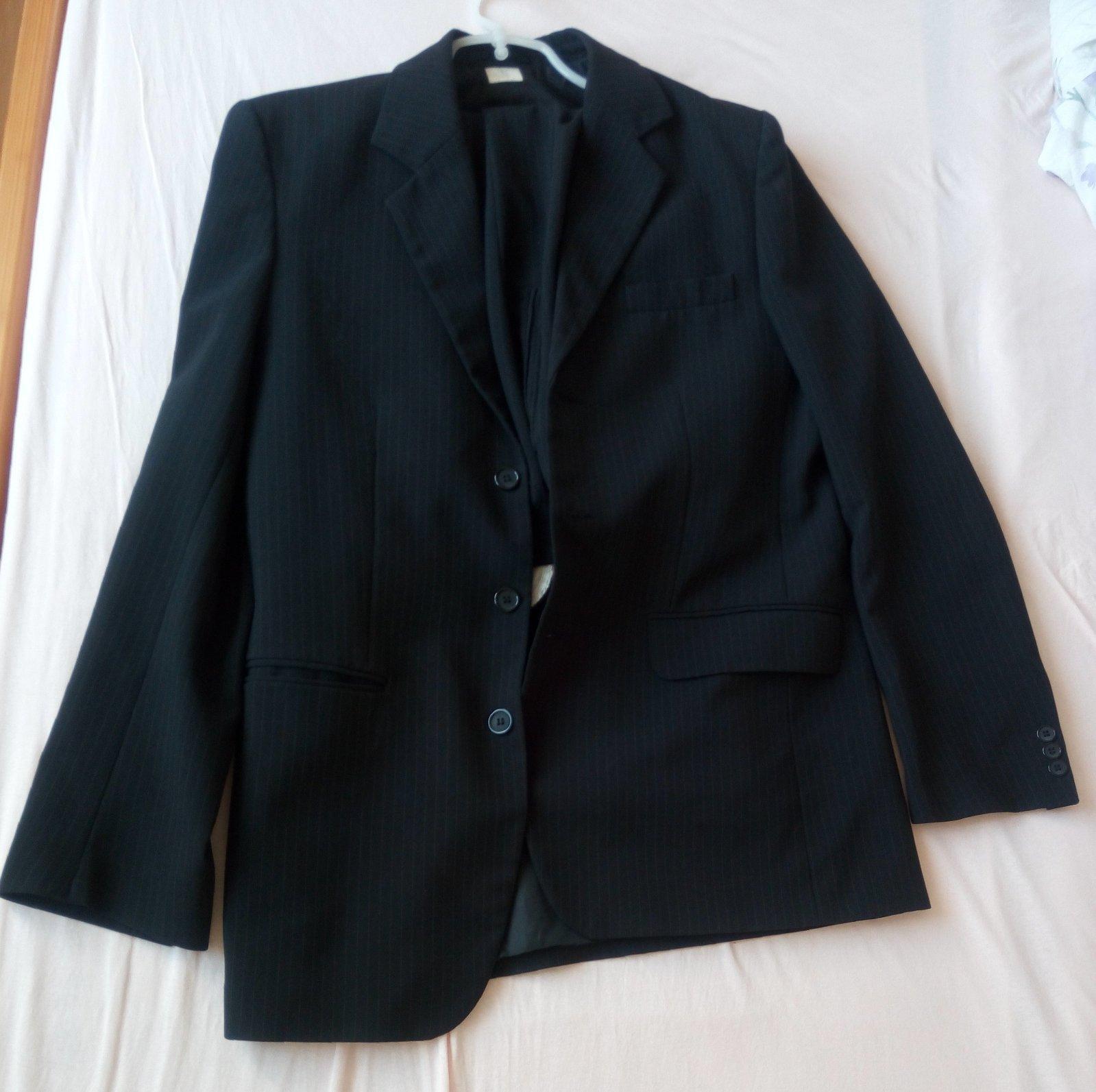 Čierny pásikavý pánsky oblek - Obrázok č. 2