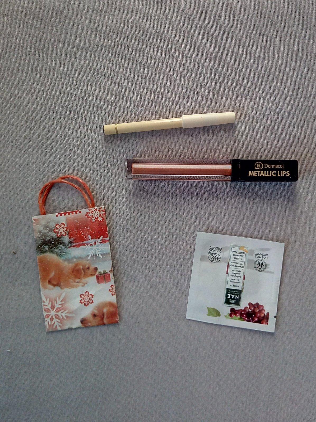 Metalický rúž Demacol, čierna ceruzka, vzorka krému, taštička, šampón - Obrázok č. 1