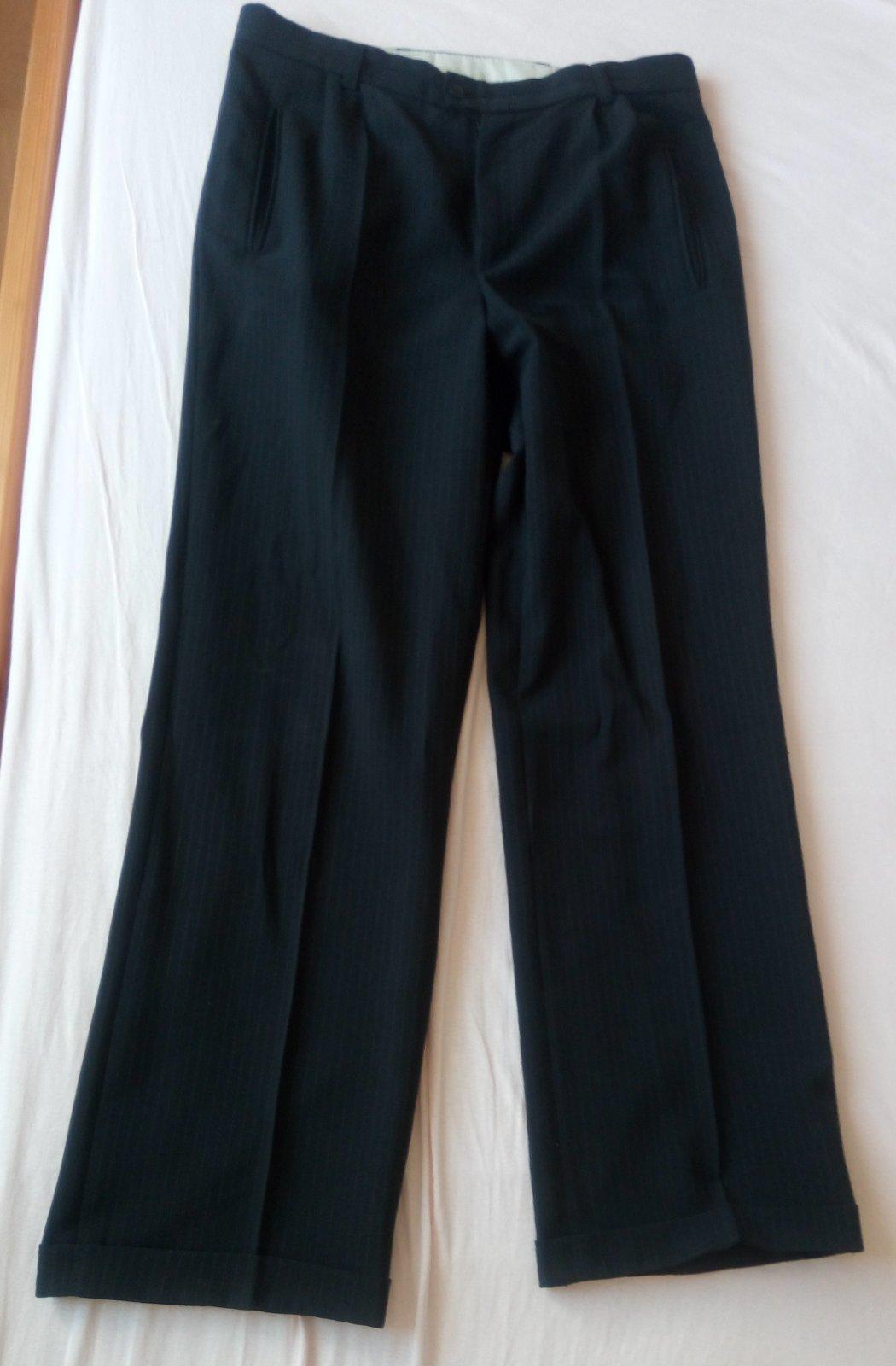 Čierny pásikavý oblek - Obrázok č. 4