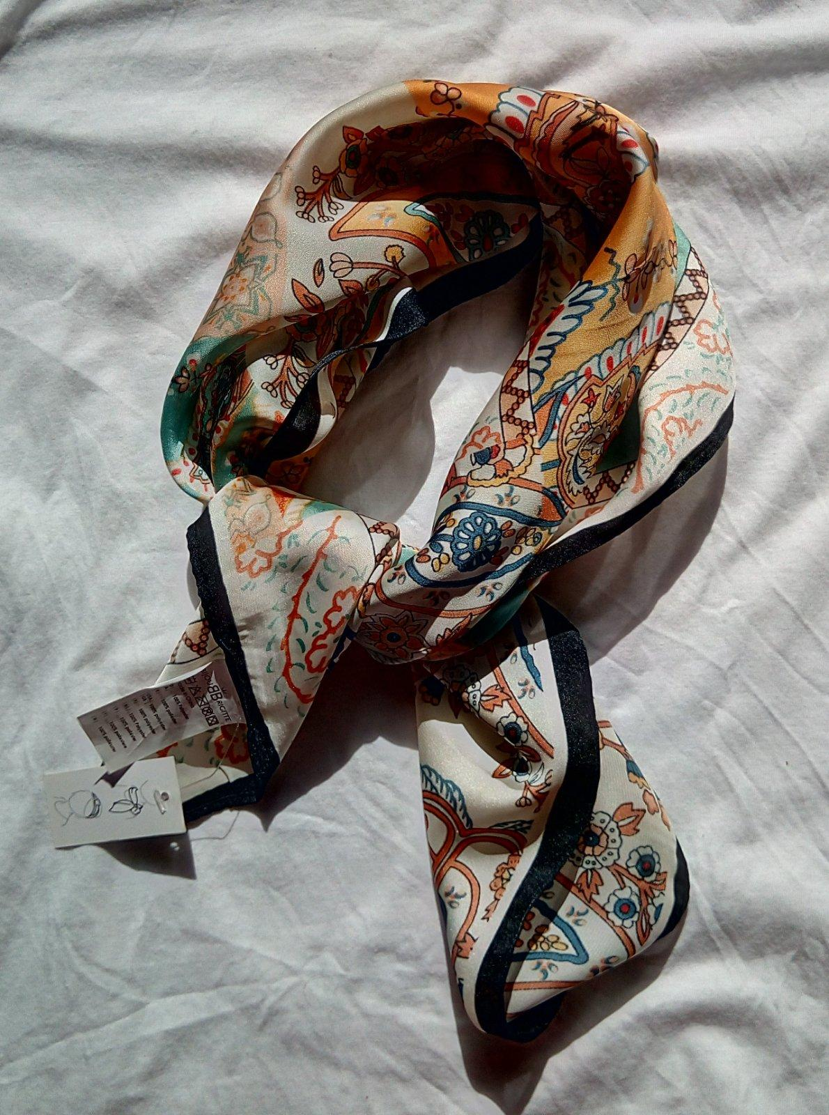 Vzorovaná saténová šatka Bijou Brigitte - Obrázok č. 1