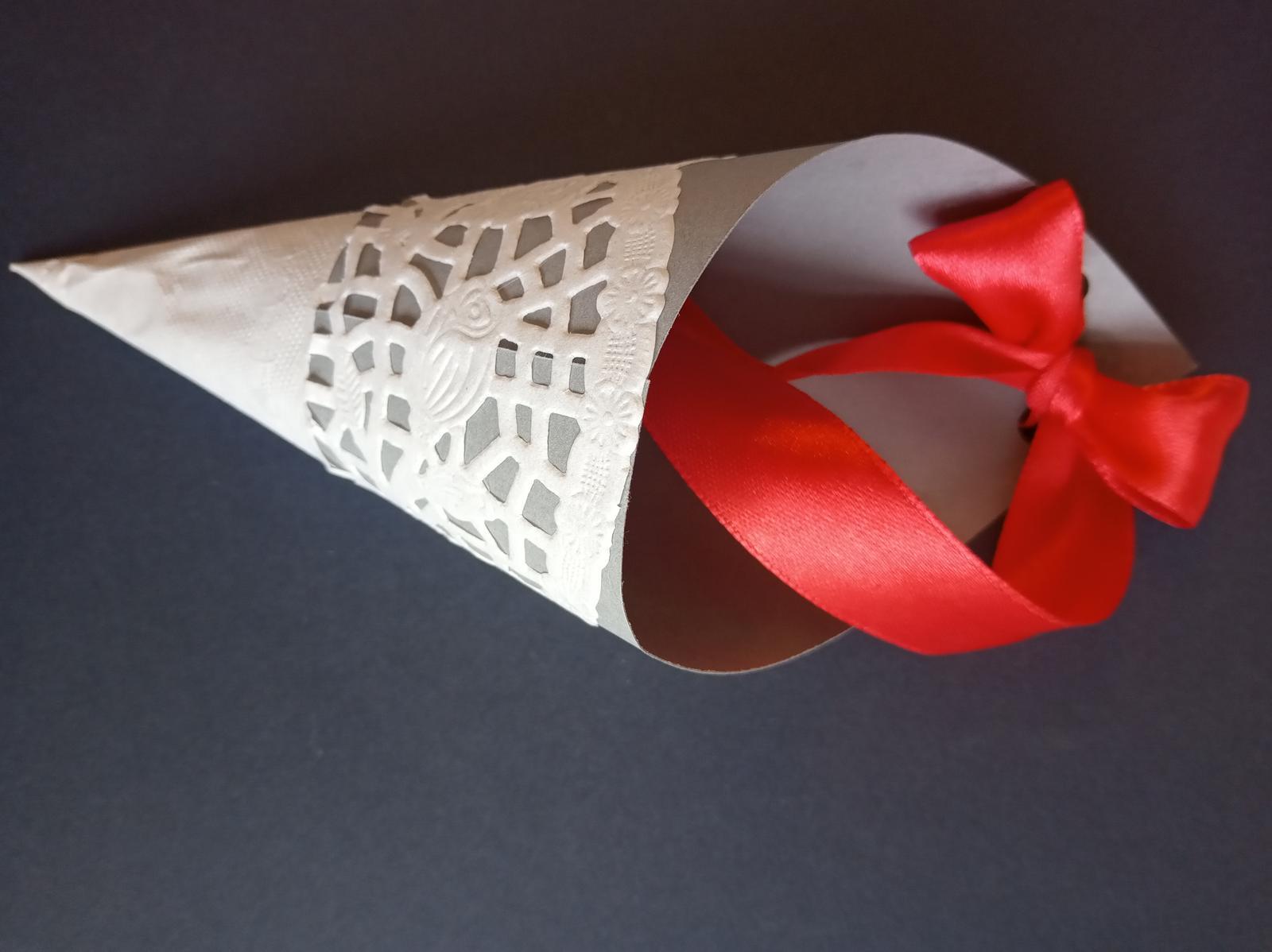Klobúčik na konfety - Obrázok č. 1