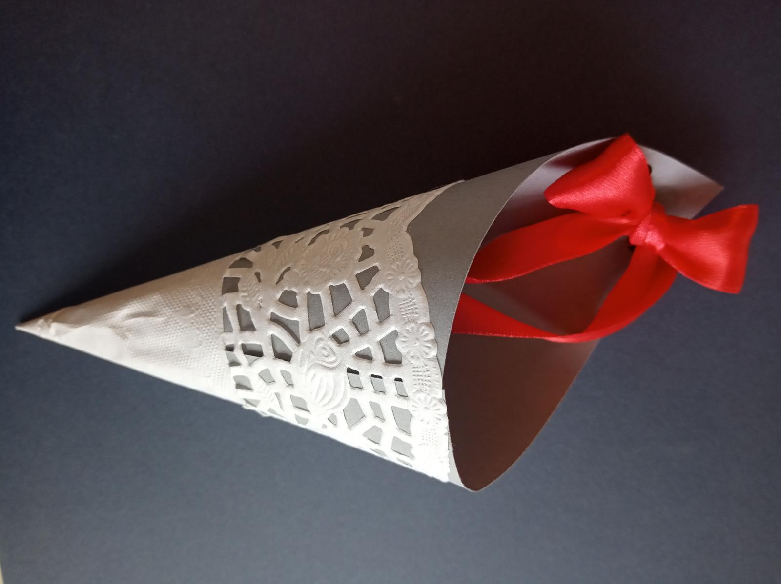 Klobúčik na konfety - Obrázok č. 2