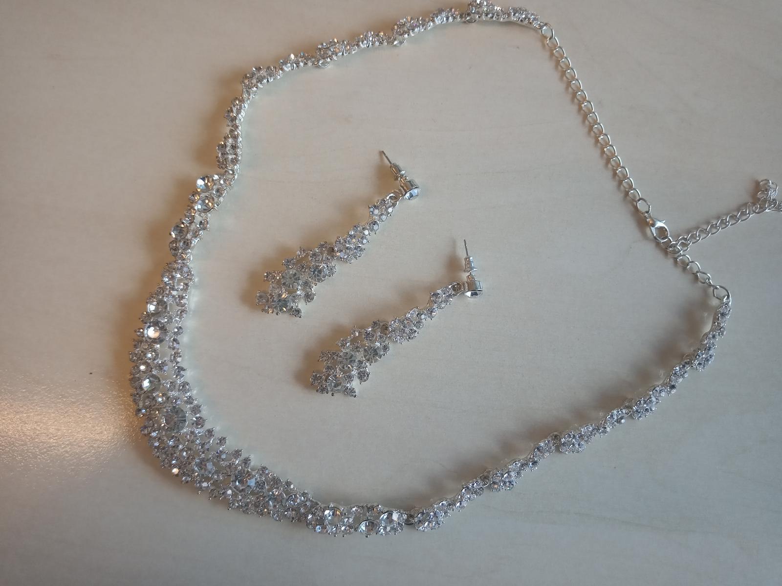 Luxusny set naušnice a nahrdelník - Obrázok č. 1