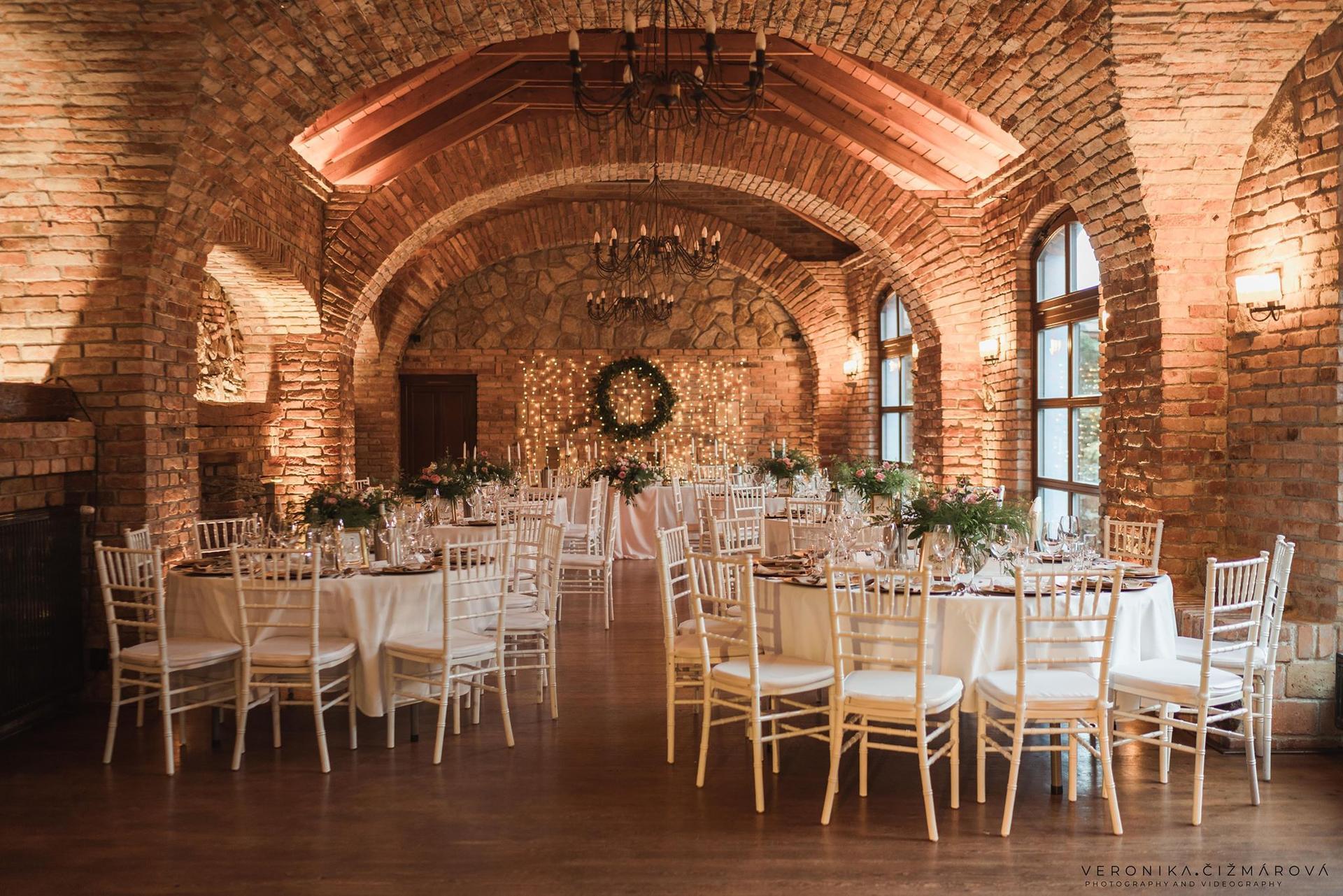02.10.2021-Prípravy - miesto konania  Neco Winery Modra