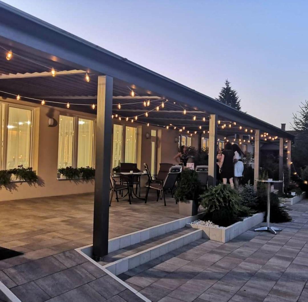 🌺Naša svadbička🌺 - Tu ❤️ Lodenica Šintava 🙂 Najviac nám vyhovuje, krásne príjemné priestory a ubytovanie pre hostí 👍