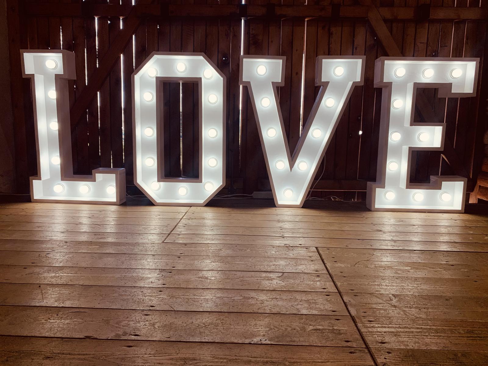 svetelné nápisy/písmena LOVE, MR&MRS - Obrázok č. 1