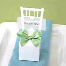 jmenovka + dáreček pro hosty