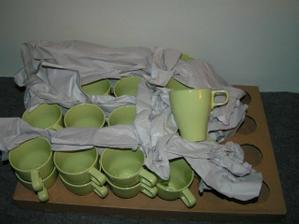 32 hrnků na kávu/čaj + 12 od kamárky Oli + 12 našich