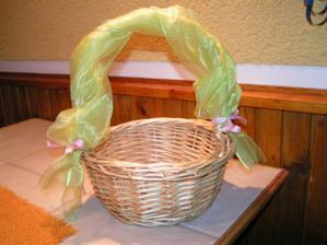 košíček pro družičku Terezku, budou v něm květy pivoňek