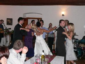 ..k tanci a polsechu hrála kapelka BEZEFŠEHO, luxus!!!..