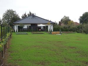 do zahrady bolo navozenych cca 70 tatroviek zemy