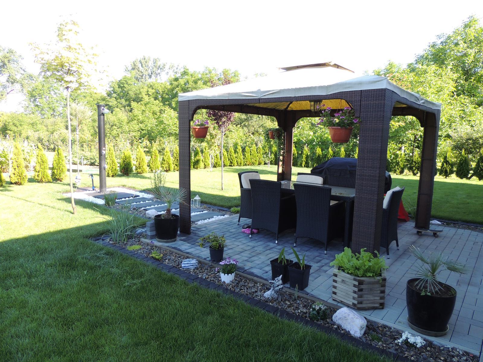 Bungalow 880 - zahradna sprcha hotova este dosadit kvety na jesen a bude to komplet