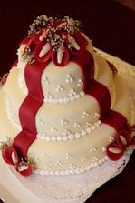 Krásný dortík. Jen místo kal by byly růžičky
