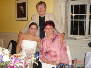 Ja s Vikiho maminou a babkou