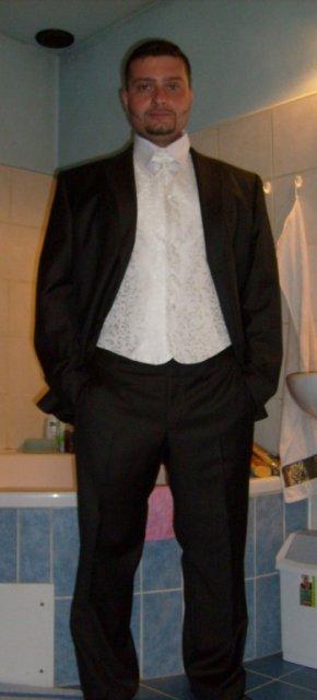 ...ženich komplet oblečen :)