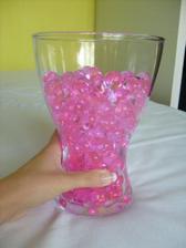 vázy z Ikey a gelové perly na zkoušku, na svatbě budou fialové