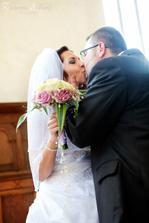 první manželský polibek...