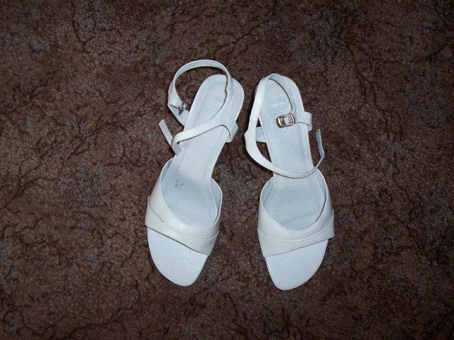 Kačenka a Zdenda (Brandejsovi) 7.7. 2007 - moje svatební botky, po svatbě ráda levně prodám vel. 41