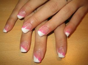 k růžovým šatečkám pěkné, asi to vyhrají, když bude ta růžová výzdoba :-)