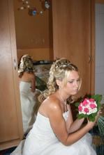 nervozni nevěsta čeká na ženicha