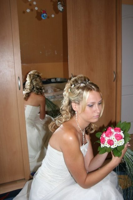 Kačka Vašatová{{_AND_}}Zdenda Brandejs - nervozni nevěsta čeká na ženicha