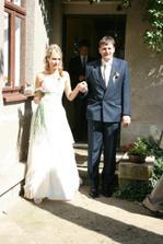 nevěstu si vyváděl tatínek