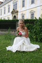 nevěsta před zámkem