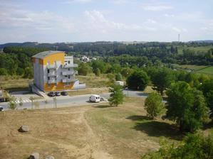 Výhled z balkónu na východ