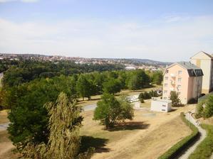 Výhled z balkónu na západ