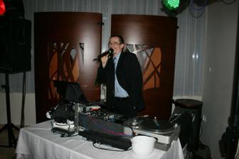 náš skvelý DJ- Fero Kabát