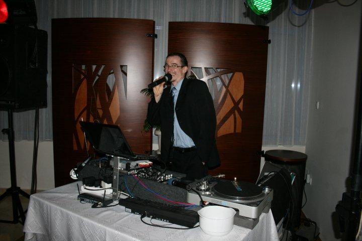 Veronika{{_AND_}}Roman - náš skvelý DJ- Fero Kabát