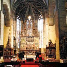 ...a z vnútra-najvyšší gotický oltár na svete