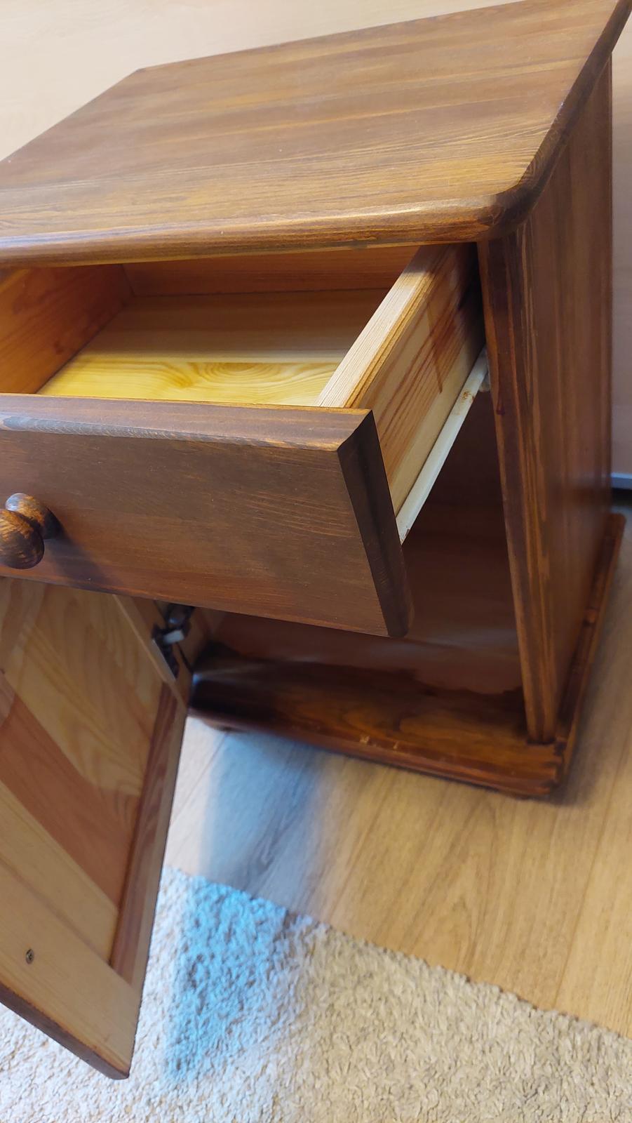 Masívny nábytok - Obrázok č. 3