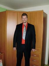 Dnes koupen oblek pro ženicha. Ve skutečnosti mnohem krásnější, s jemným proužkem. Košile bude jiná :-)