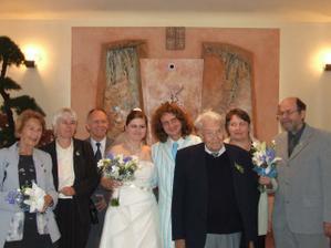 novomanželé s s rodiči a prarodiči