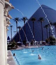 zacatek svatebni cesty Las Vegas...v tomto hotelu budeme bydlet..a potom toulky Arizona,Utah,California