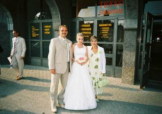 moji rodicia a v pozadí môj brat