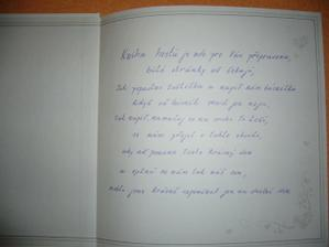text uvitř knihy pro hosty