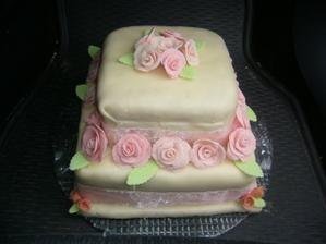 Když jsem viděla náš svatební dort (k nerozeznání od originálu) neměla jsem slov.Miluška je strašně móóóc šikovná.DĚKUJEME