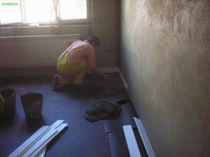 takto vznikala nova podlaha v byte:-)