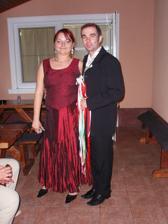 v popolnočných šatách so starejším Igorkom, super chlap